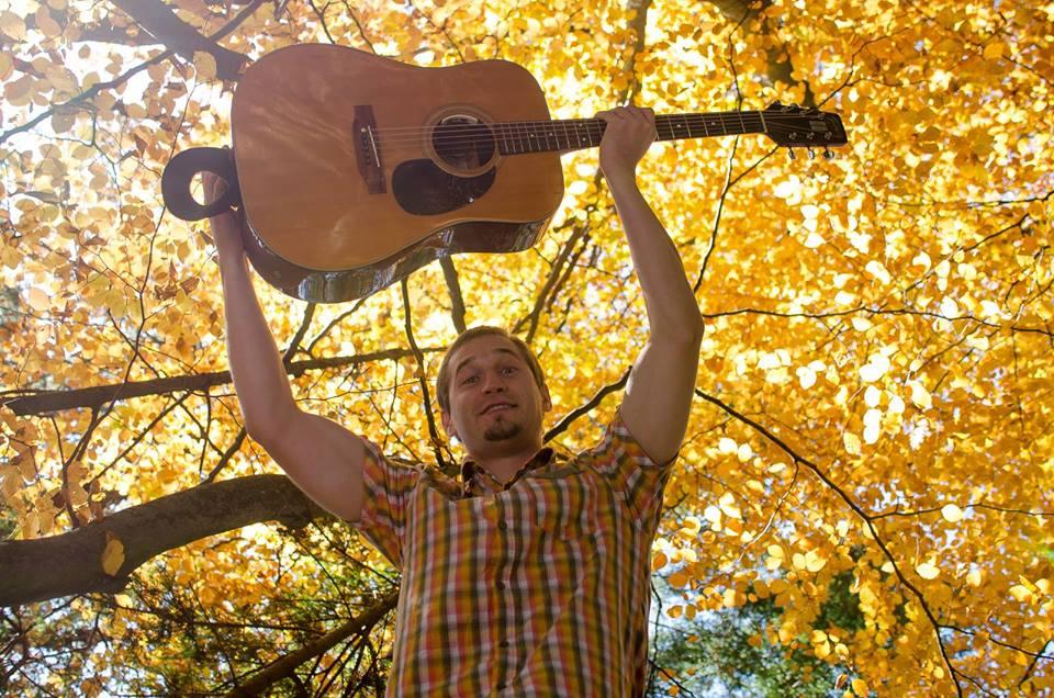 Singer Songwriter Peter Pikl Wird Das Spektral Beehren Und Im Rahmen Seiner Wohnzimmertour Ein Konzert Bei Uns Spielen